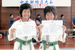大会で優勝した大道妃夏選手(左)と3位の大道朱夏選手(提供写真)