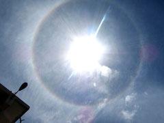 八重山日報社近くで見られた「日暈」=21日午後