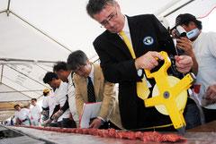 石垣牛BBQ大会経済効果を1億8千万円余と発表した=昨年11月27日、新空港建設用地
