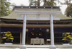 鹿島神宮拝殿。拝殿のすぐ奥に本殿があります。