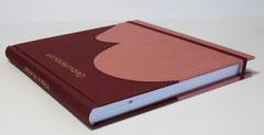 Mein Geburtenbuch - Bucheinband mit Schwangerschaftsbauch