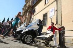 街中でも充電が容易に可能となるプラグインスタンドなどのインフラが整うことを期待したい(写真はハイブリッドモデル)