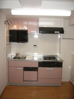 コンパクトなシステムキッチンのリフォーム事例