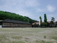 明治大正の面影を残す小学校の校舎を再利用しています。
