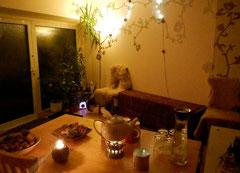 Bild vom gemütlichen Eingangsbereich mit Snacks und Getränken