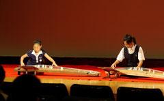 10歳と13歳の合奏: 沢井忠夫作曲「水面」 Youtube