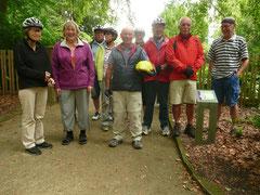 Natur pur genossen die Trekking- und E-Bike-Freunde im Botanischen Garten in Güterloh.