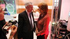 Bürgermeister Jens Böhrnsen und die grüne Spitzenkandidatin Karoline Linnert nach den ersten Prognosen. Die Koalitionspartner wollen ihre erfolgreiche Arbeit für Bremen fortsetzen. (Bild: dpa)