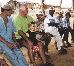 Pater Beda unter Kleinbauern in Cajazeiras/PB