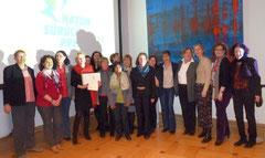 Frau Prof. Dr. Huesmann, Frau Kofbinger und Frau Dr. Kahlefeld mit TIO-Mitarbeiterinnen