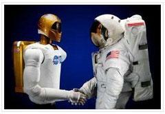 Robonaut 2 con un astronauta (NASA)