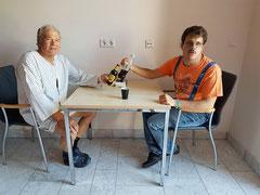 Willi (links im Wellness-Dress) und Kevin Klaudus