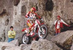 1995, Jordi Tarres beim Trial der Nationen in Piesting. Strecken- und Sektionsverantwortlicher: Adi Adamec