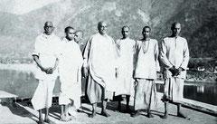 Sivananda mit Schülern