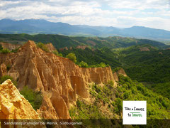 Wunderschöne Sandsteinpyramiden in Bulgarien
