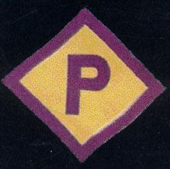 """Ein sogenanntes """"Polenabzeichen"""", das aufgrund der """"Polenerlasse"""" vom 8. März 1940 jeder polnische Zwangsarbeiter in Deutschland tragen musste, Lizenz: public domain"""