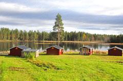 unsere Blockhütten am Fluss Juktån