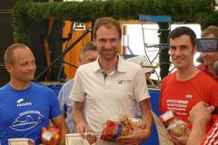 Thomas Deuringer (mitte) gewinnt seine Altersklasse