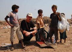 Albert Schneider mit Müllsammlern