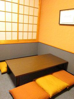 2卓、合計10席の個室になる座敷