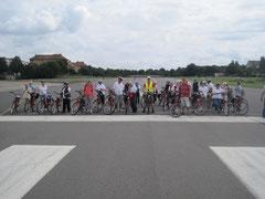 freie Fahrt auf der Startbahn des ehemaligen Flughafens Berlin-Tempelhof