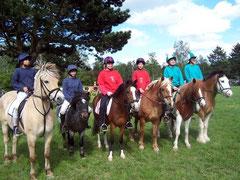 Anja, Sigi und Milena (die drei rechten) bei Pferd International