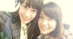 同じチームKの大島優子と平田梨奈(ひらりー)のツーショット