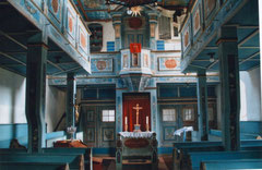 Kircheninneres mit Altar