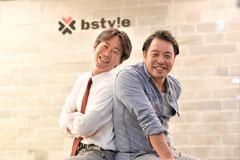 小学校の入学式からの親友の増村一郎氏(現社長)と2002年に創業したビースタイル。