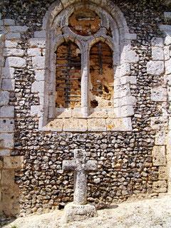 Croix en tuf au chevet de l'église