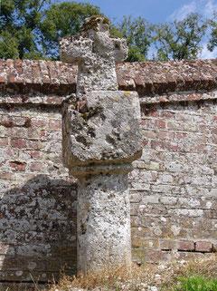 la croix extérieure au cimetière