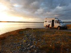 An der Cow Bay: Sonnenuntergang und Zeit für's Lagerfeuer (N 44 Grad 39,185 Minuten/W 63 Grad 25,492 Minuten)