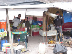 Essensstand auf dem Weg in die Sierra Madre.