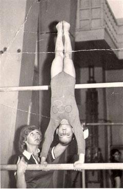 Anna, 6 Jahre alt (hier schon das große Ziel Olympia auf dem Trikot)