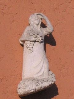Wandrelief, halbplastische Figur aus Sovounier