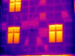 Façade d'une maison, thermographie infrarouge © Flir