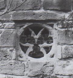 5 Rosettenfenster am Turm