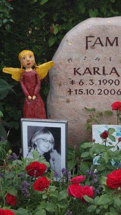 Karlas Grab im Juli 2009