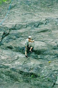 Klettern an der Plattenwand (Klettergebiet Steinicht)