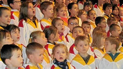 Les enfants ont chanté la joie de Noël à l'unisson avec parents, amis et paroissiens