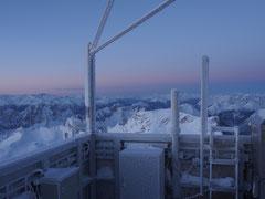 Die Messgeräte auf dem Wetterturm der Zugspitze.