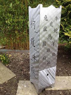 Feuersäule mit chinesischen Sternzeichen