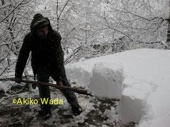 標高2000メートル前後に建つカラーシャの村には、冬は雪がふる。