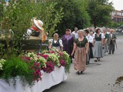 Der Wagenzug des Heimat- und Verschönerungsvereins. Foto: Petri