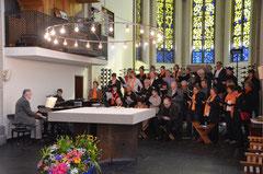Der Karmelchor bei einem Gottesdienst in der Karmelkirche