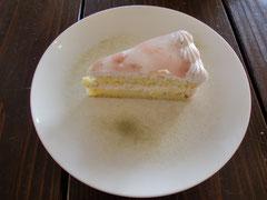 和テイストの美味しい「桜ケーキ」・・