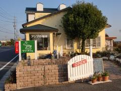 丘の上に建つ可愛いお店「ufu CAFE」