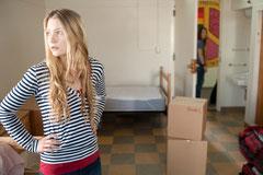 アリス・イン・ワンダーランドで主役に抜擢されたミアが姉ジョニを演じているのも要チェック!