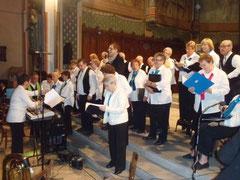 Les choristes répètent avant la prestation
