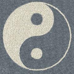 Sonder-Angebot - Ying Yang Symbol - Kunst fürs Carportdach, Garagendach  (für den Garten), Kunst anstelle von Dachbegrünung (Gründach), weißer Carrara Marmorsplitt, Basaltsplitt